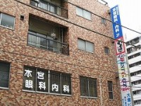 鶴見駅西口すぐ横浜銀行斜前